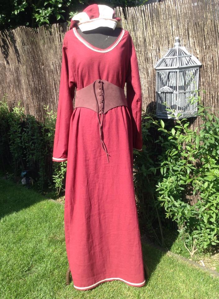 Leinenkleid rot mit Mieder - Sildra Mittelalter