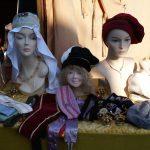 Kopfbedeckungen und Accessoires